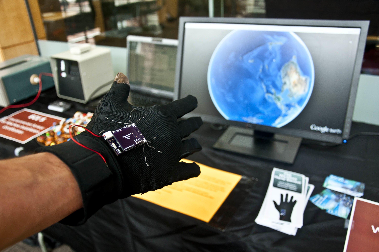 wireless glove controls computers ingenium. Black Bedroom Furniture Sets. Home Design Ideas