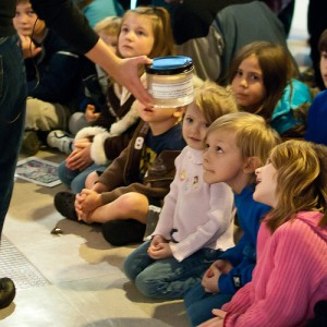 Children learn about octopuses at HMSC Visitor Center