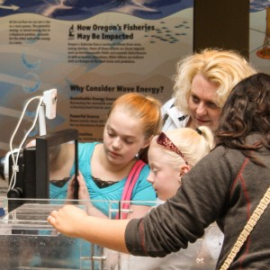 Youngsters explore wave energy lab at HMSC