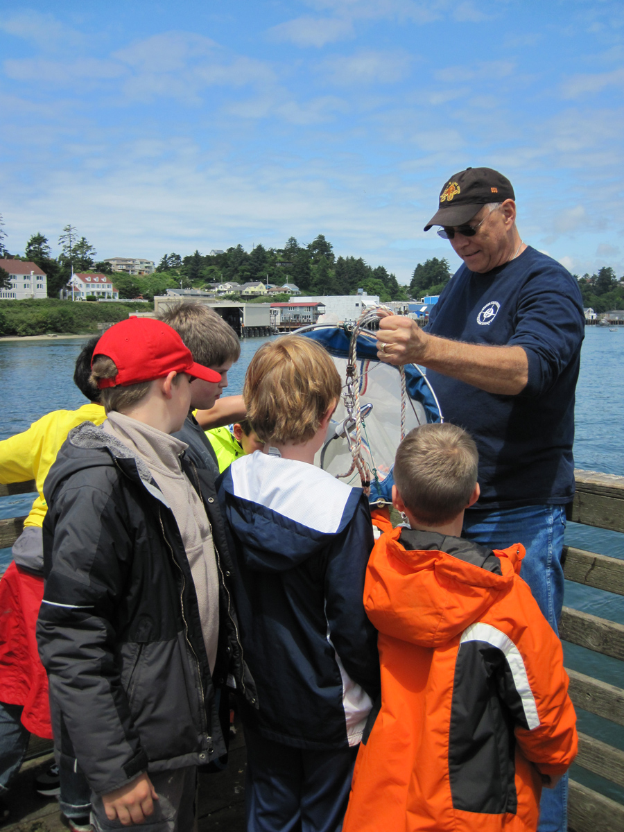 Citizen scientist Ralph Breitenstein teaches students about different sampling methods in the Yaquina Bay.