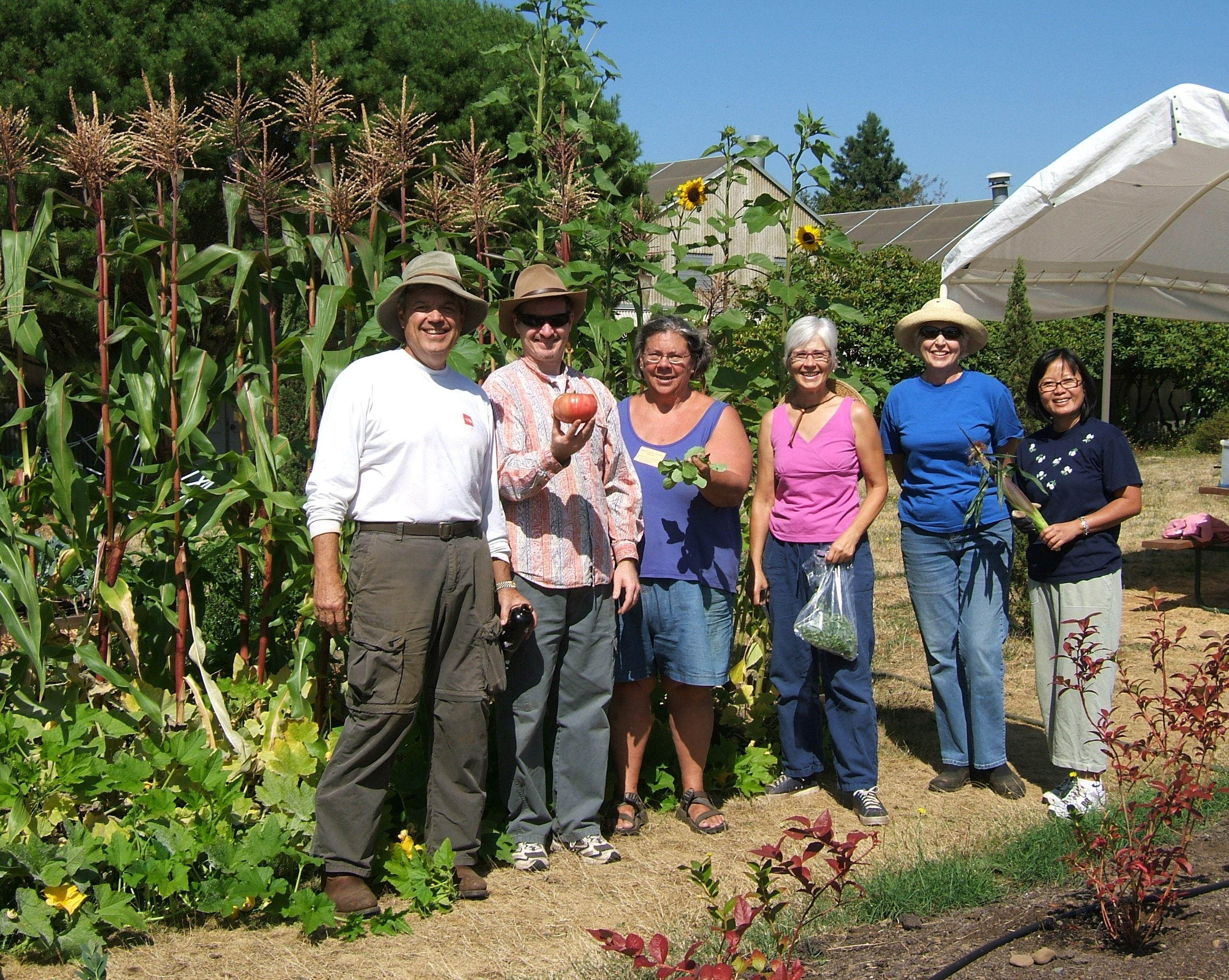 Faculty and volunteers from the Portland Metro Area Master Gardener Program.