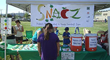 4-H'ers replace sweets with fruits and veggies in healthy snacking campaign