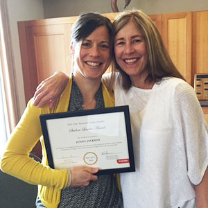 Jenny Jackson and her mother pose for a photo after Jenny received the 2015 Oregon State Student Leader Award.