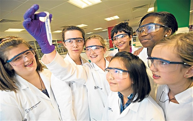 Osunsami and Sarah Purdy at the RIGB's L'Oreal Young Scientist Centre telegraph.co.uk