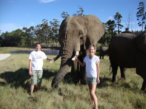Ashley Wood (L) & Kailey Poole (R) - IE3 medical internship in South Africa