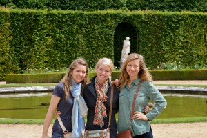 Hannah with Friends in Paris l Hannah Goelzer