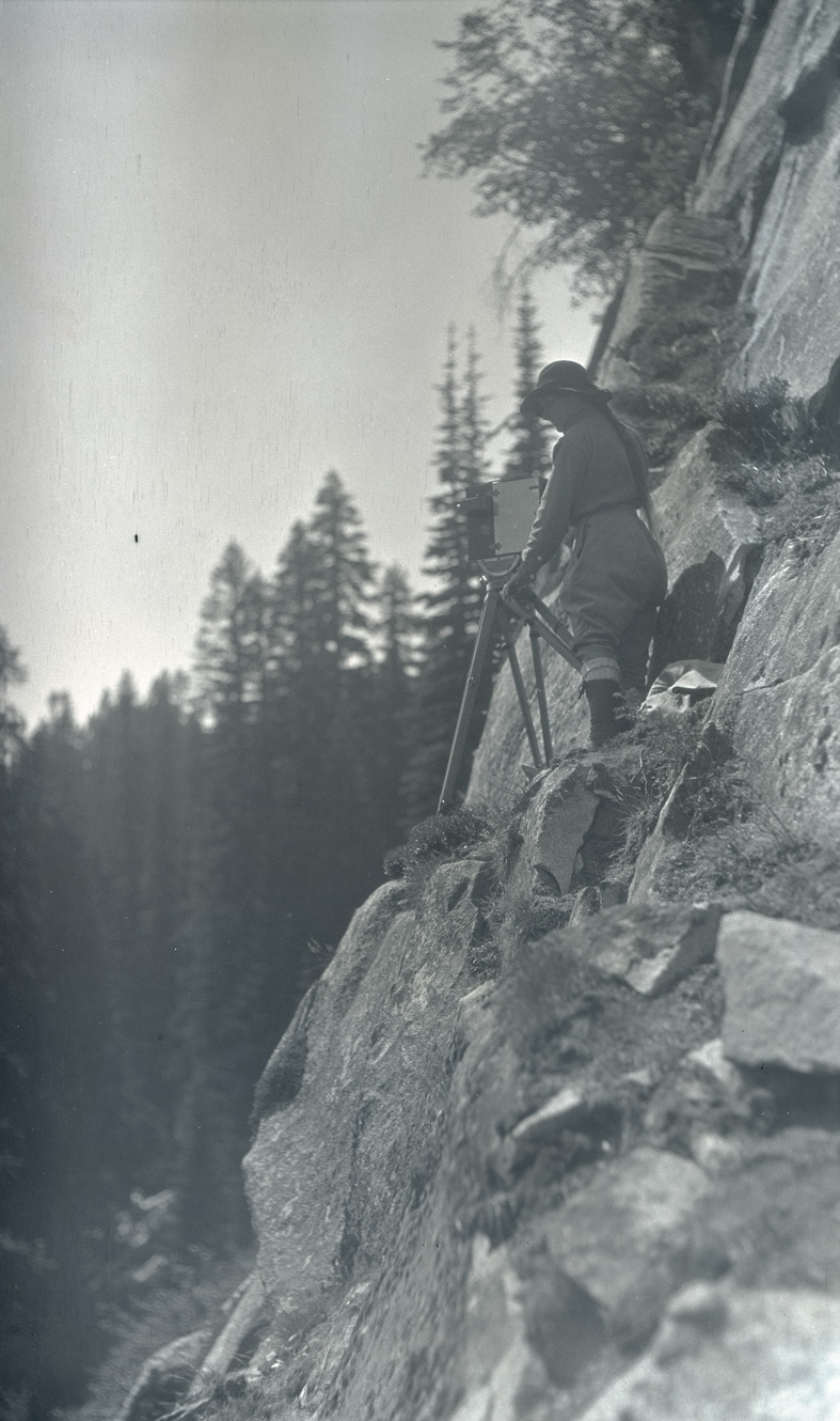 Irene Finley photographing from a cliff in Rainier Park, 1919. OHS Research Library, Org. Lot 369, Finley D0328.