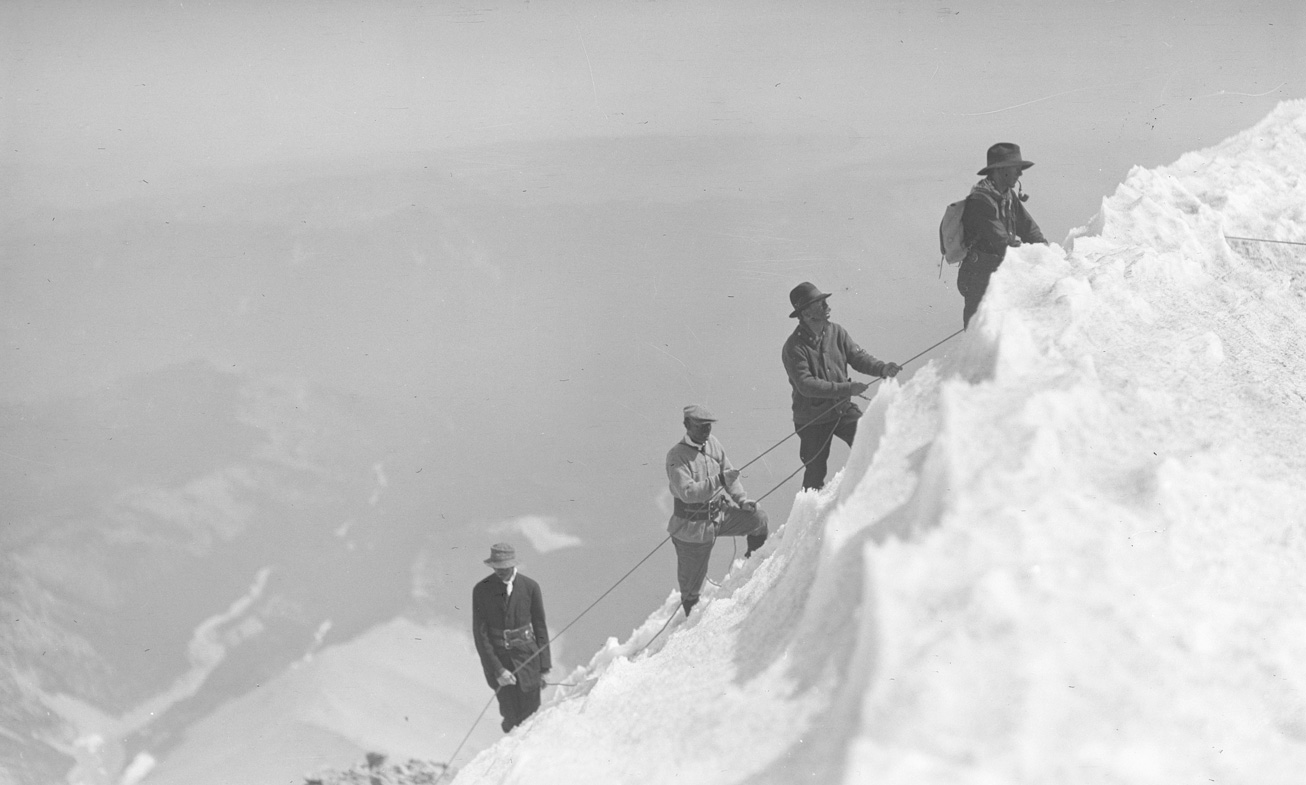 A group of four men including Dallas Lore Sharp (second from front) tethered together on their ascent of Mount Hood, Oregon, 1912. OHS Research Library, Org. Lot 369, Finley B0857.