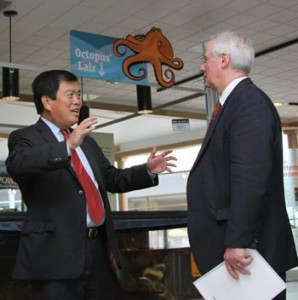 Congressman David Wu and OSU President Ed Ray discuss the