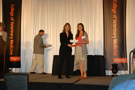 Hill's Pet Nutrition Academic Excellence Award - Sue Tornquist, Meredith Bleuer