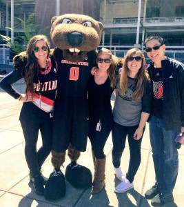Willen Sin, right, with Benny Beaver and fellow Trail Blazer staffers McKenzie Malone, left, Hannah Blumhardt and Lindsay Jones at Reser Stadium.