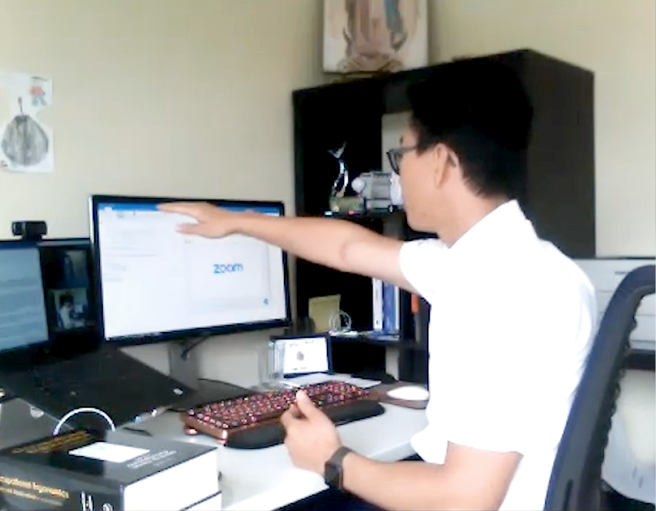 Jay Kim showing his correct home office setup