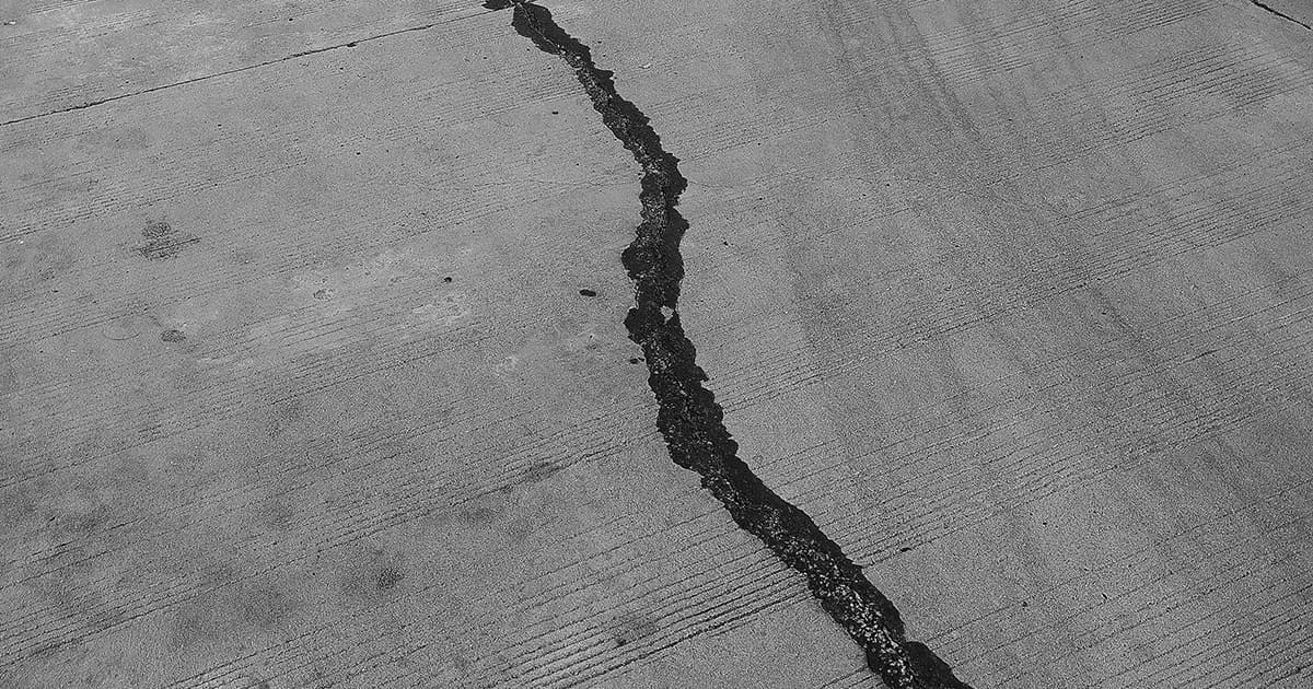 crack in cement from earthquake