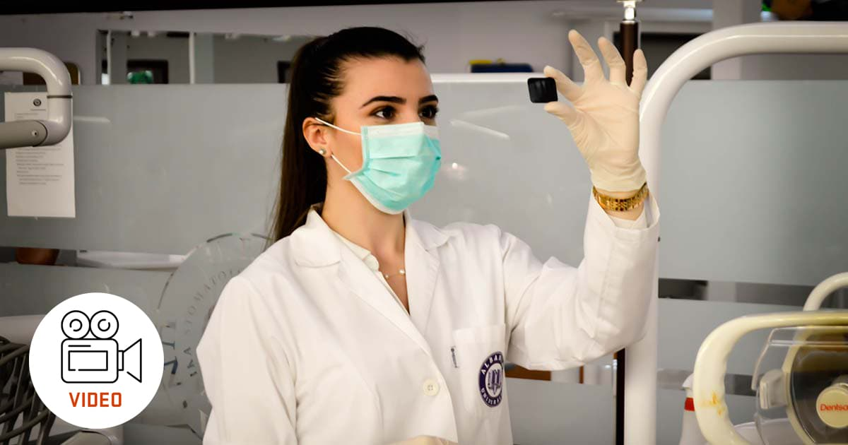 woman doctor wearing a mask